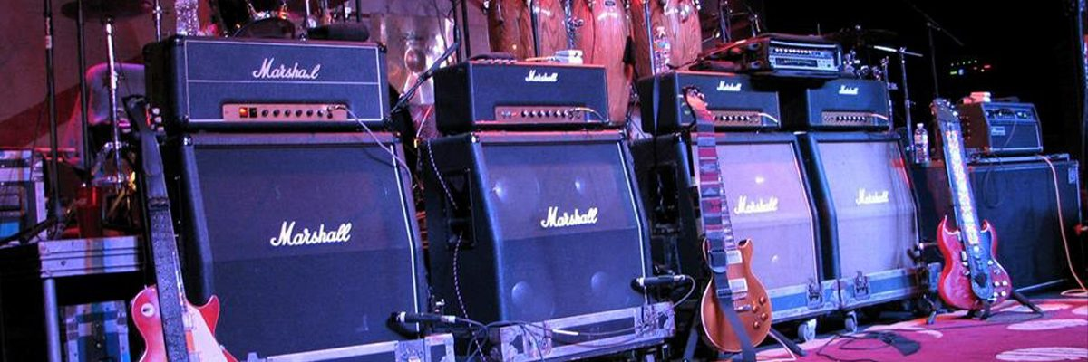 dickey betts stage set up of amps and guitars lined up
